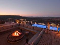 Nambiti-Hills-Deck-at-Night
