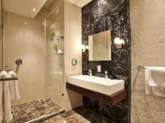 O on Kloof Room 8 Bathroom