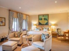 Luxury-Room-06-Bedroom