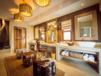 Bush Lodge Luxury Villa Dressing Room