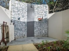 Savanna-Luxury-Suite-Outdoor-Shower