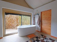 Springbok-Lodge-Bathtub