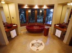 Thanda-Safari-Lodge-Bathroom