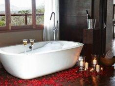 Thanda-Tented-Camp-Jabala-Bathroom