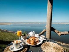 Umngazi-Emlonyeni-Deck-Breakfast