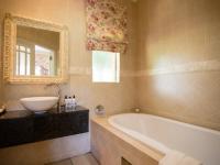 Walkersons Luxury Lakeside Suite 4