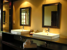 Woodall Country House Bathroom