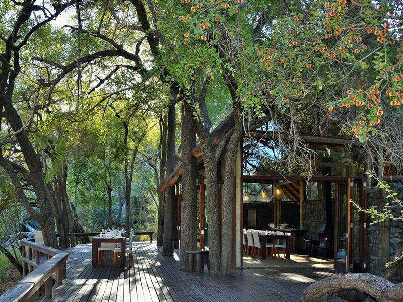 Rhino Post Safari Lodge & Plains Camp