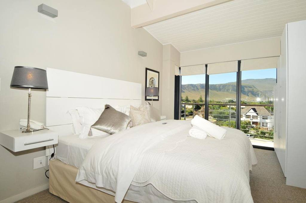 Whale Coast All-Suite Hotel & Conference Centre