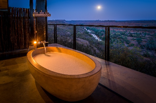 When Bath Bubbles also Imply Champers: Bath Tubs to Die for at South African Getaways