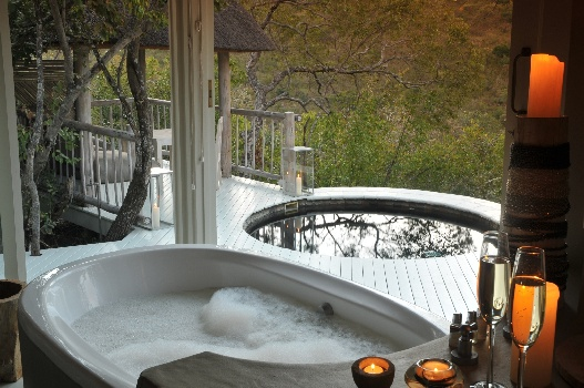 Clifftop Safari Lodge Bathroom with Jacuzzi