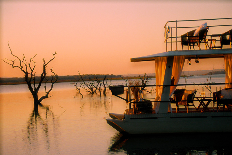 White Elephant Safari Lodge - wetland safaris that also include the bush