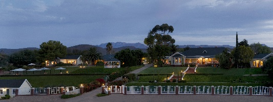holiday accommodation oudtshoorn area little karoo