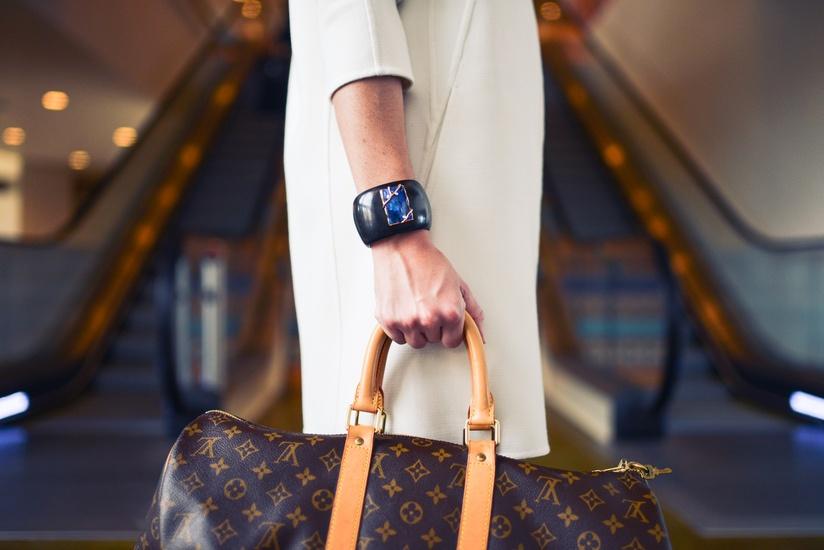pexel fashion-woman-cute-airport-large