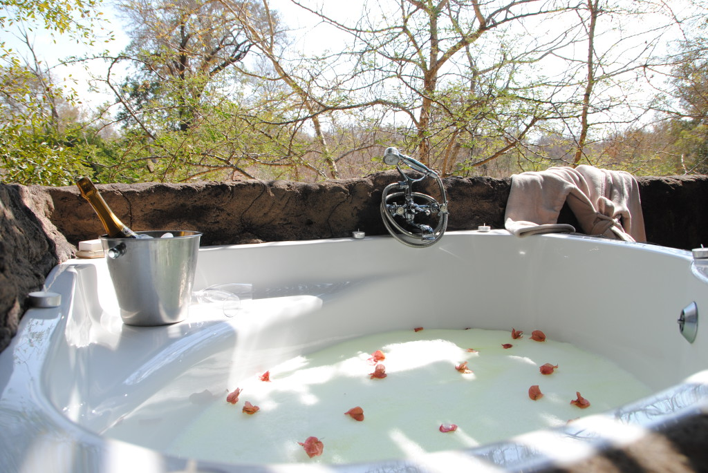 Luxury Outdoor Showers And Bath Tubs On Safari Exclusive