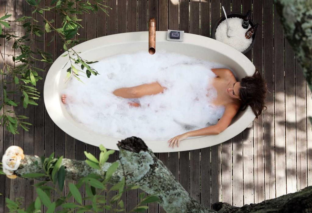 Granite-Suites-Riverview-Bath-Overhead