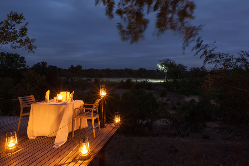 simbambili-dinner-on-deck