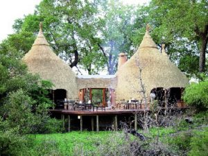 luxury hut-style and rondavel accommodation South Africa