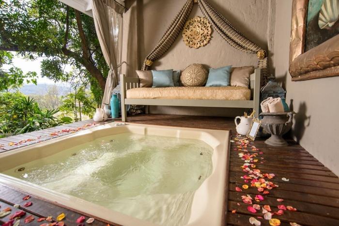 luxury jacuzzi getaway white river mpumalanga
